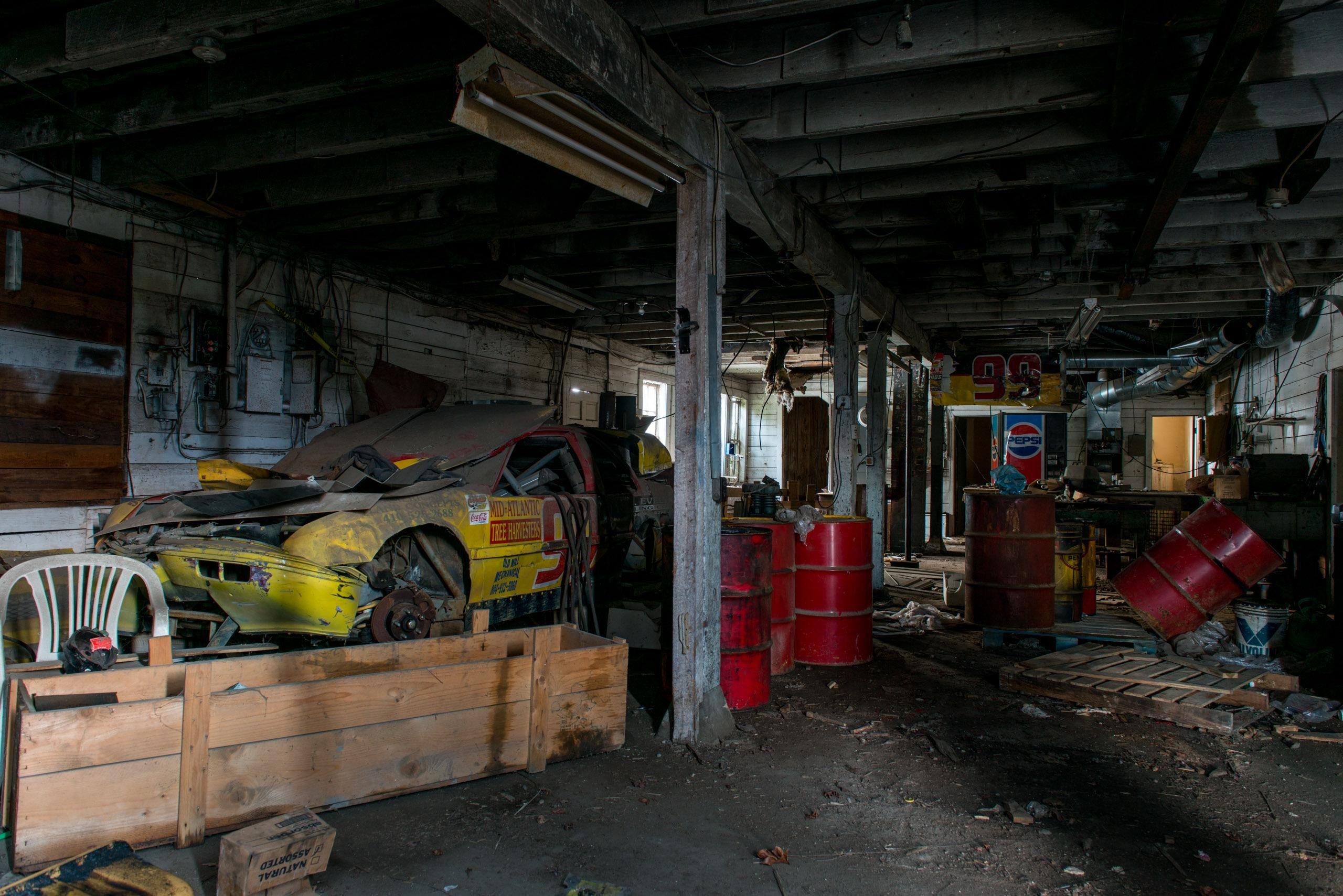 Crashed race car in abandoned garage in 2020 abandoned