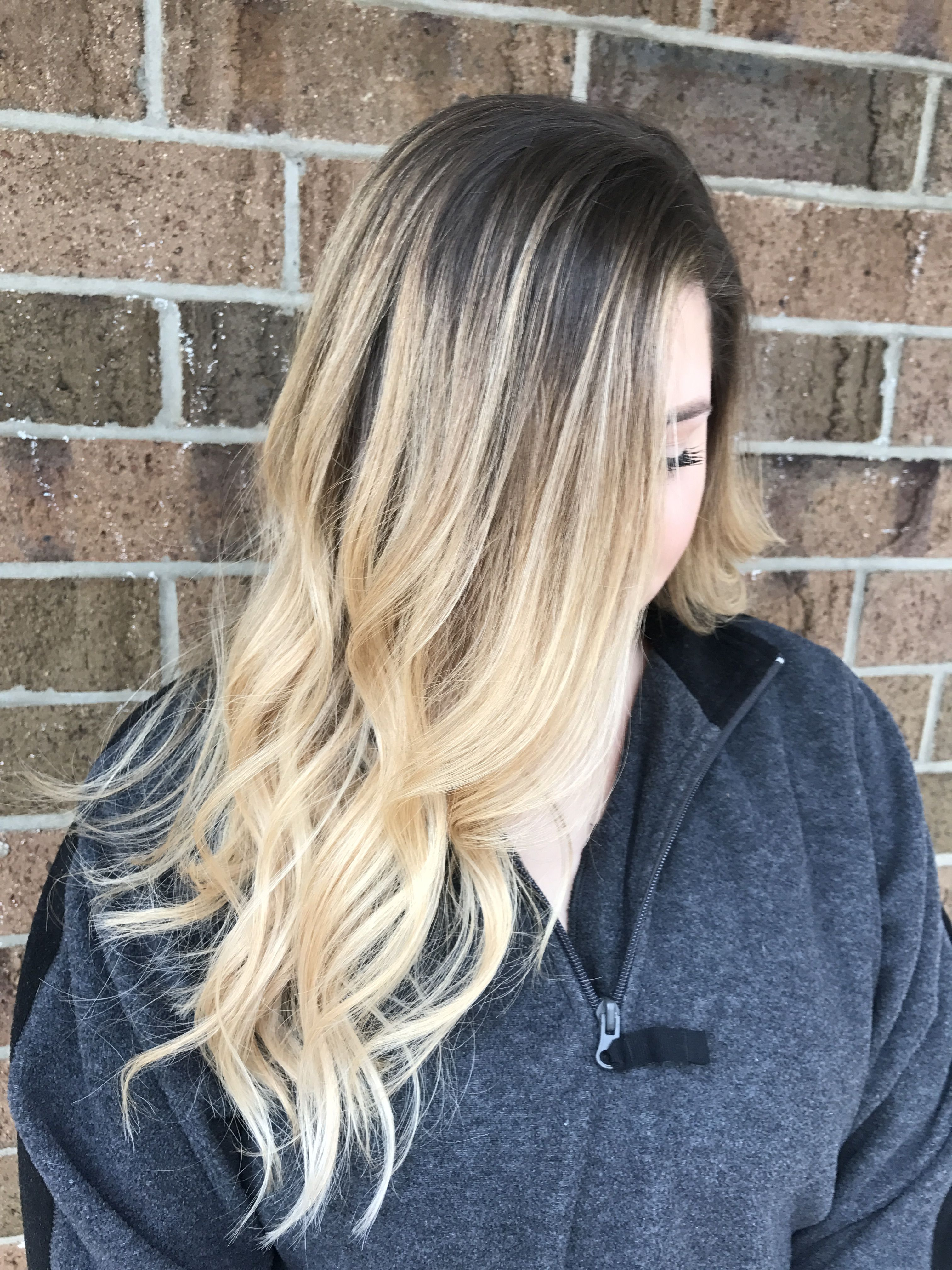 Blonde Balayage Easy Grow Out Color With Natural Root Color Blond