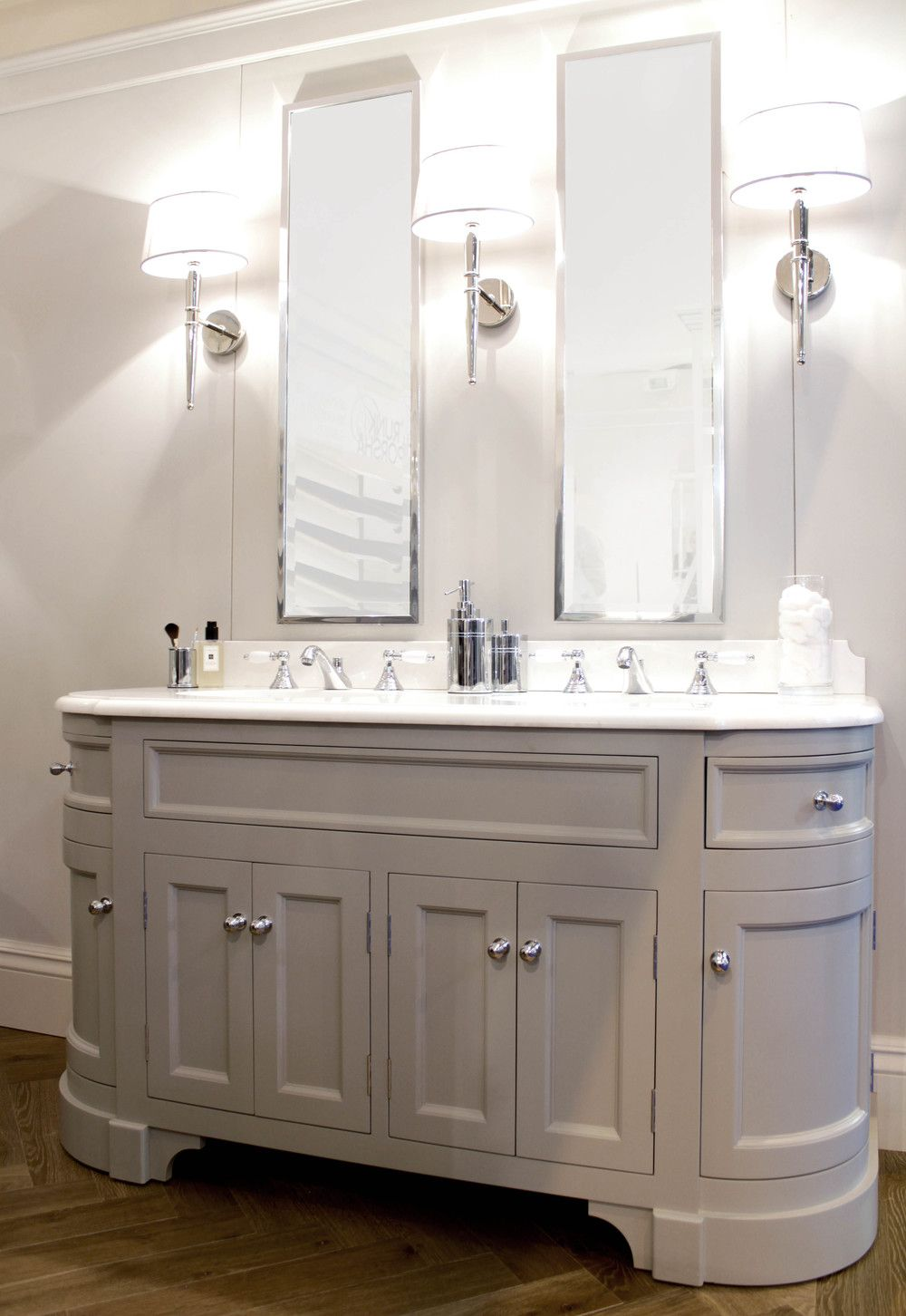 Double Stratford Painted Unit With Crystal White Marble Top