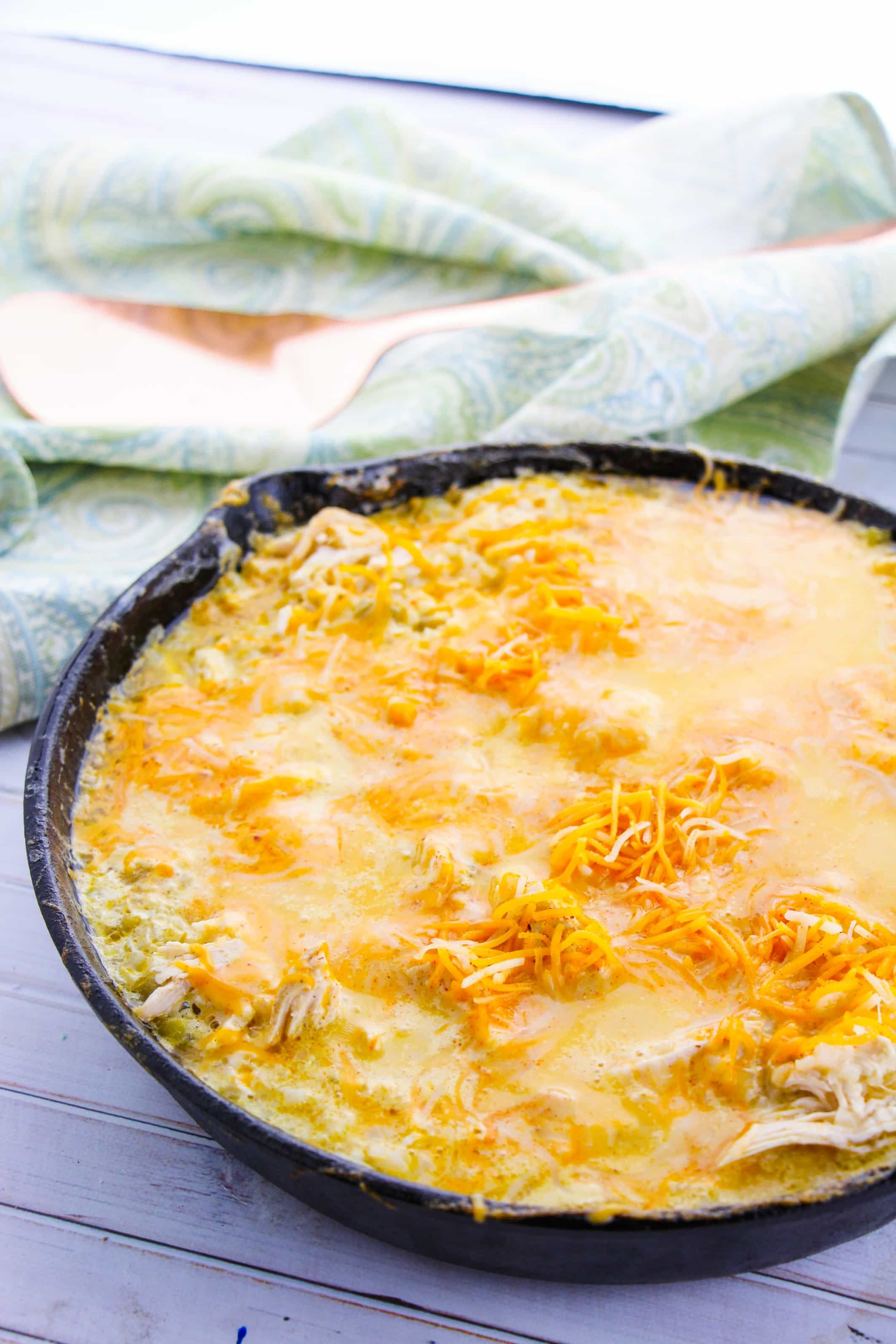 Mexican Recipes Like This Sour Cream Chicken Enchiladas Recipe Are So Easy To Convert To Low Carb Remove Th In 2020 Sour Cream Chicken Enchiladas Mexican Food Recipes