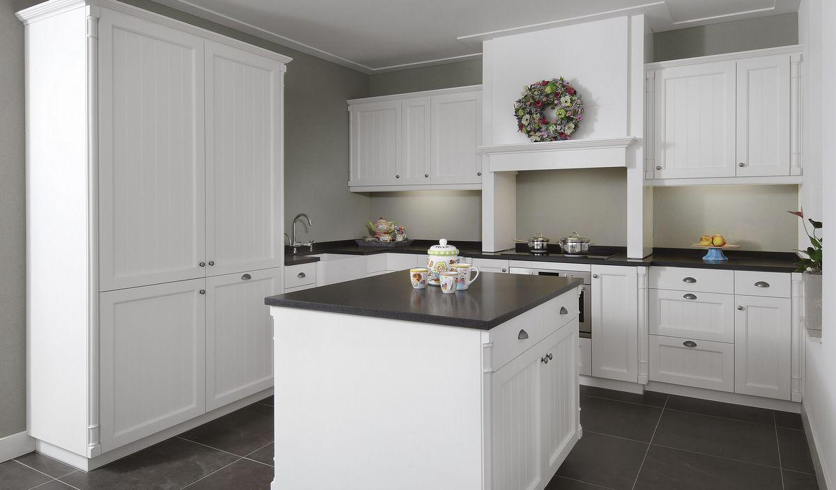 Witte Eiken Keuken : Witte keuken met eiken white wash te boveldt meubelmakerij