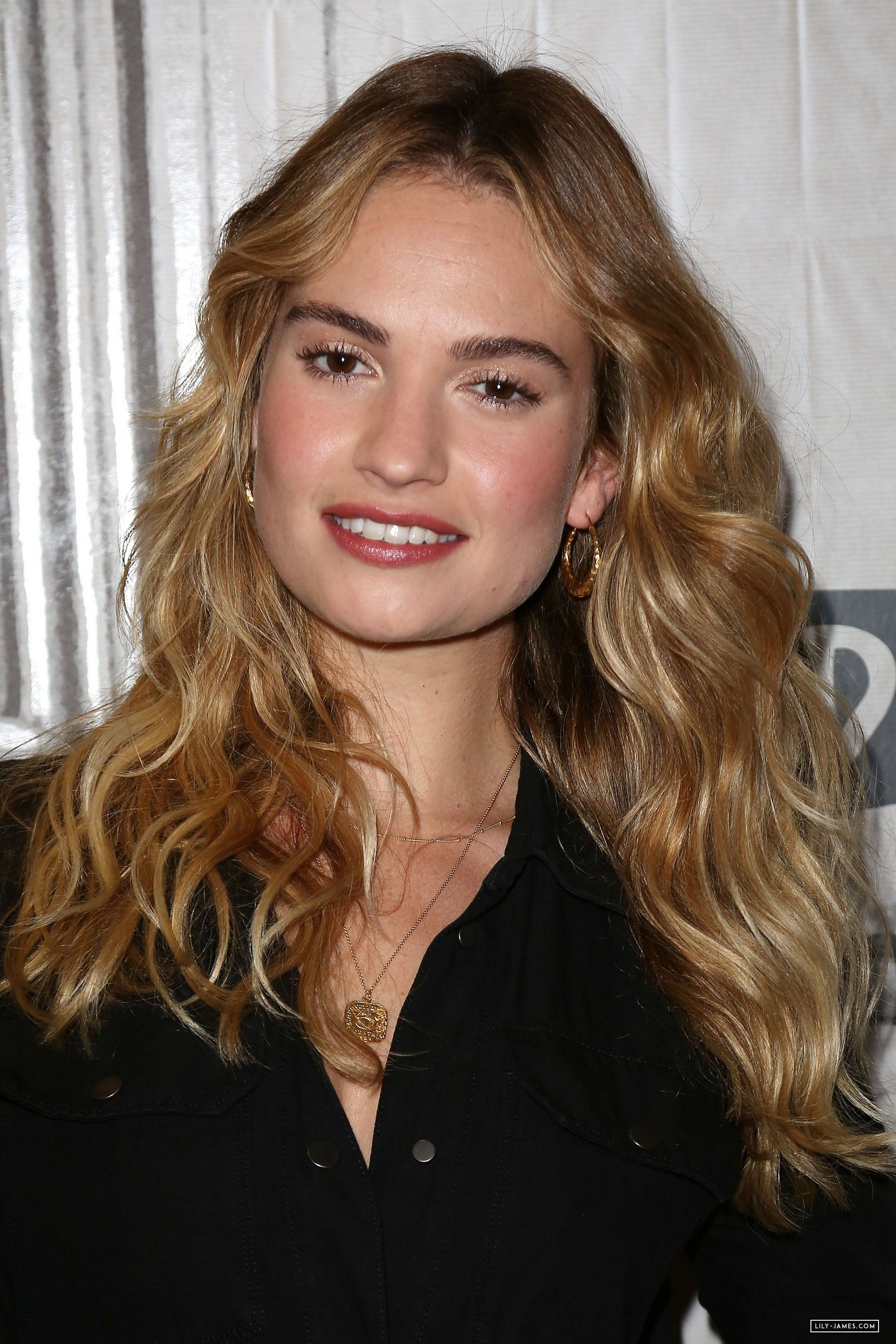 glowy bronze in 2019 | Lily james, Hair inspiration ...