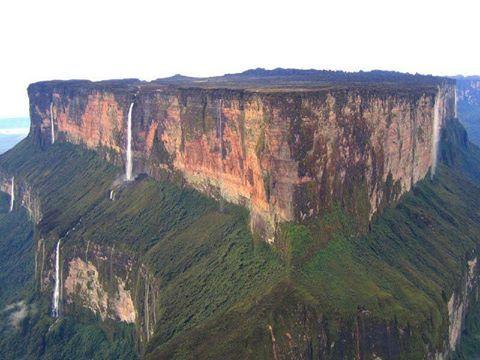Oluşumu 2 milyar yılda tamamlanan Roraima Dağı. Venezuela