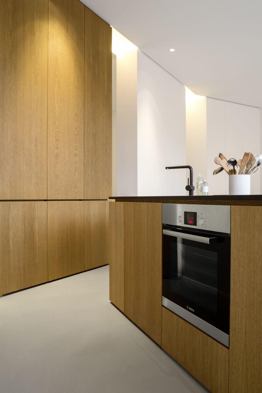 Berlin apartment pied a terre beton boden grau for Küche eiche