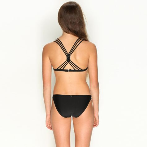 Girl shows tits through blouse