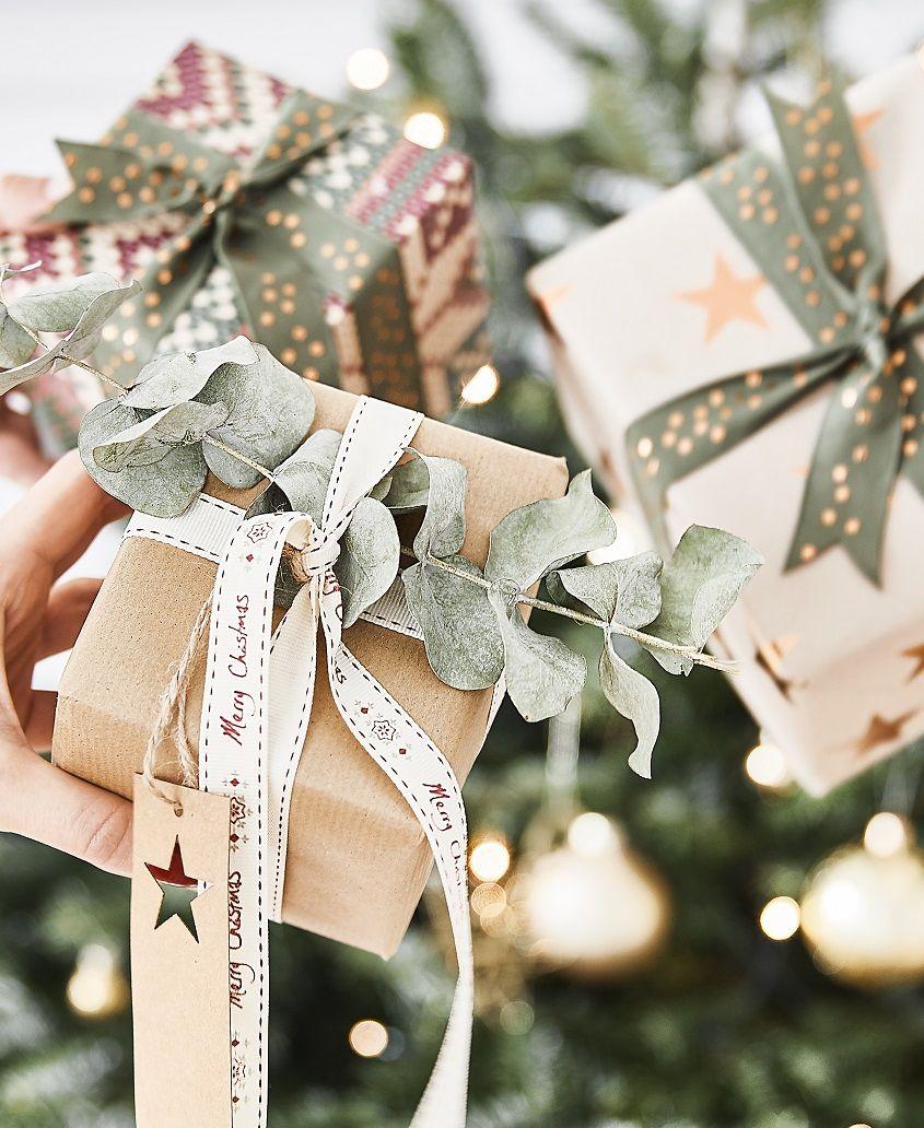 Wunderschön eingepackte Geschenke gehören auch an Weihnachten dazu ...