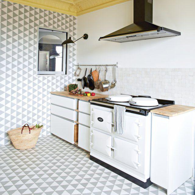 Visite du0027un duplex coloré sous les toits de Paris Kitchens and Room