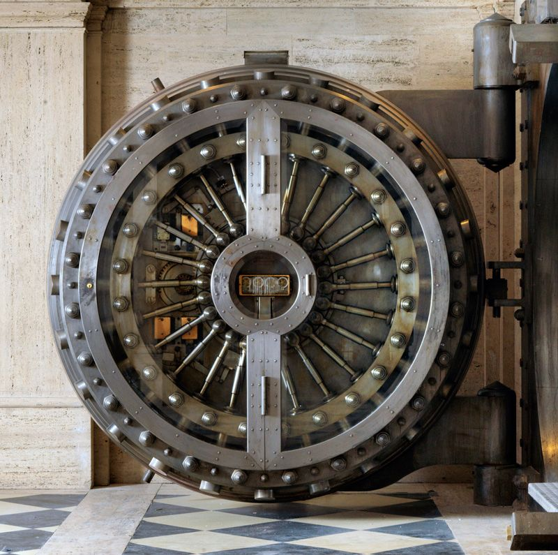 Отель Ned в бывшем банке в Лондоне Лондон, Отели и Двери