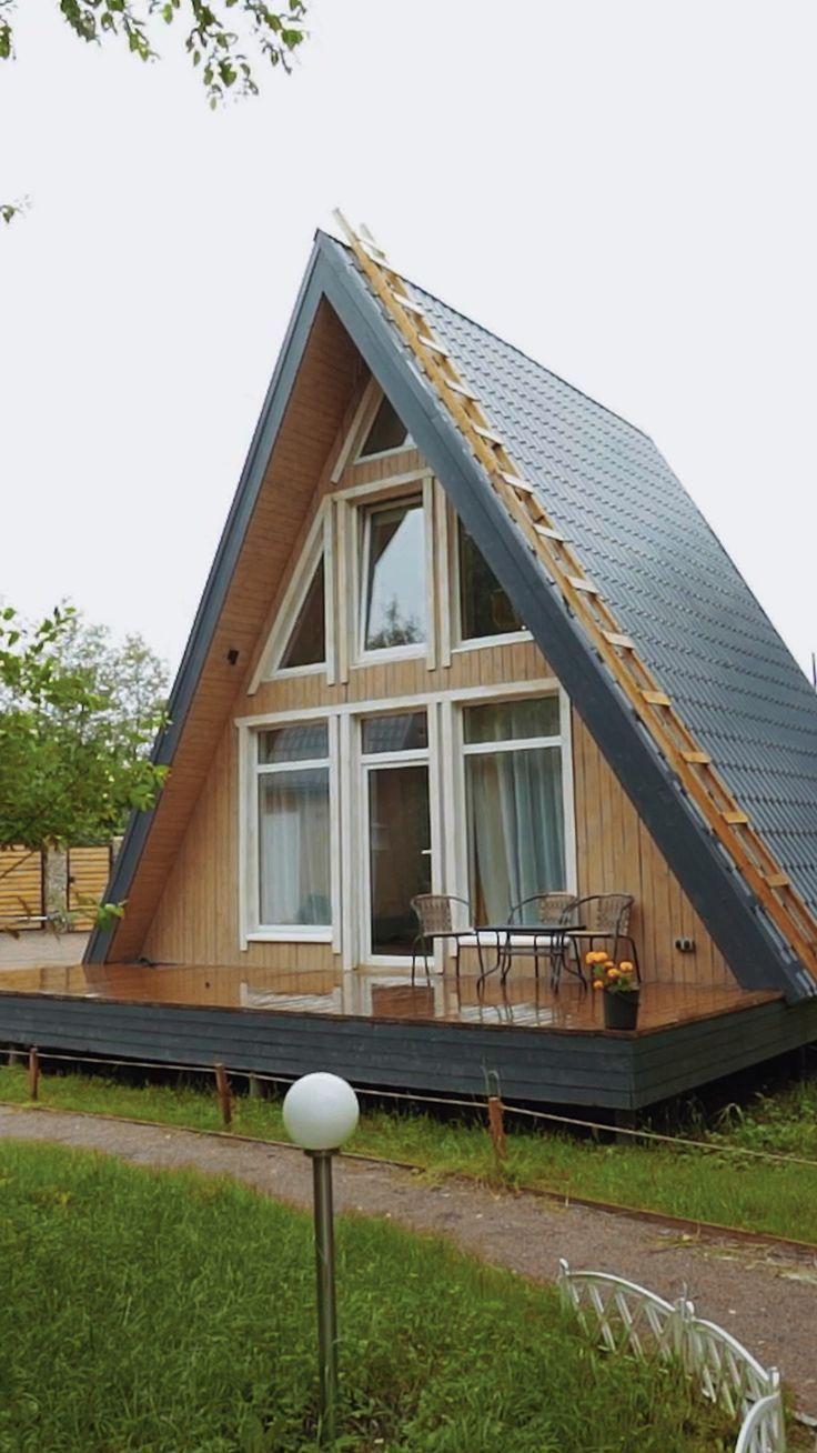 Треугольный дом в лесу. Мини дом шалаш. A frame house. Интерьер. Маленький дом. Candellabra
