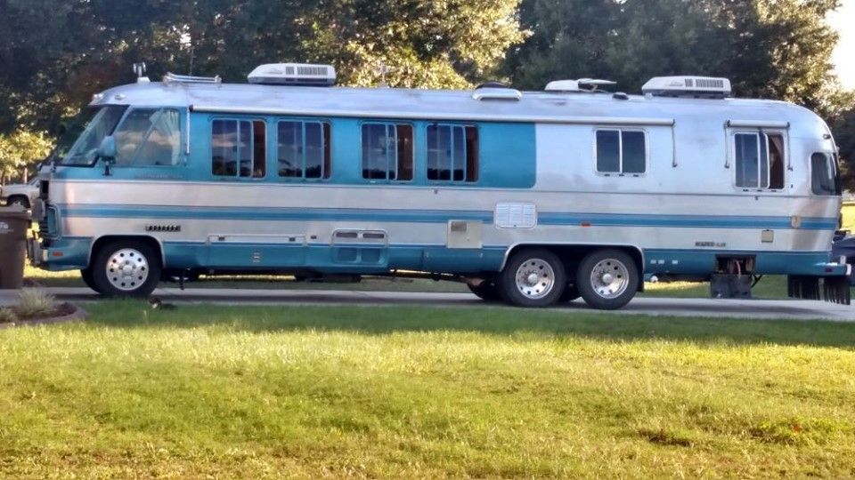 Pin By Mary Carson On On The Road Again Airstream Campers For Sale Vintage Motorhome For Sale Vintage Motorhome