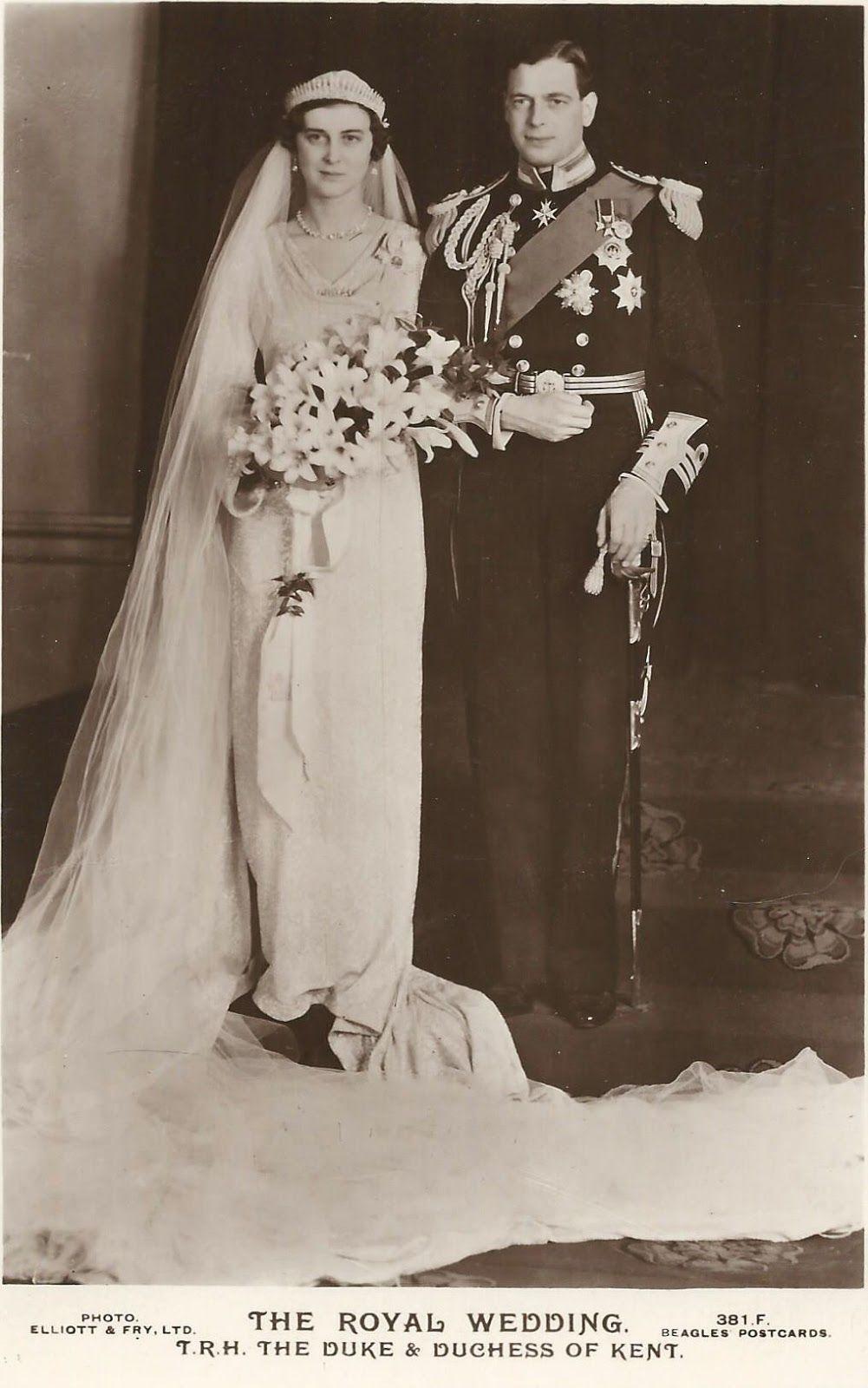 Princess Marina Marries The Duke Of Kent Royal Brides Royal Wedding Gowns Royal Wedding [ 1600 x 1001 Pixel ]