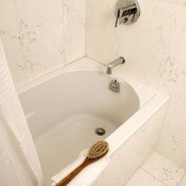 How To Clean A Yellowing Fiberglass Tub Hunker Plastic Bathtub Clean Bathtub Tub Cleaner