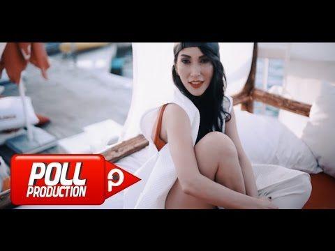 Download Hande Yener Deli Bile Official Video From Youtube Bedava Video Indir Yener Muzik Videolari Muzik