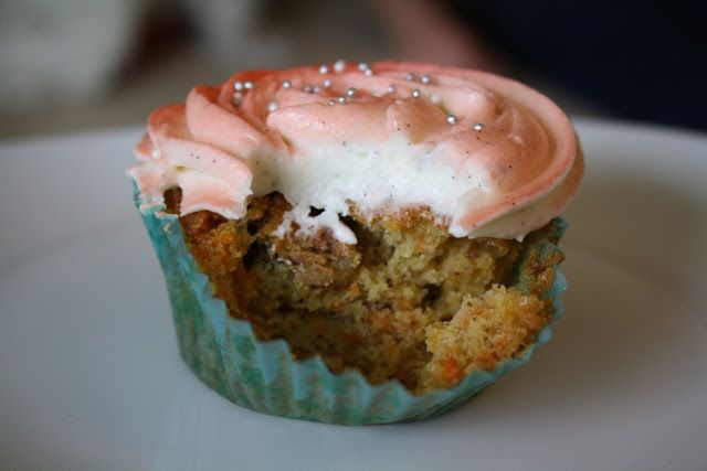 Gulerods cupcakes med cream cheese frosting