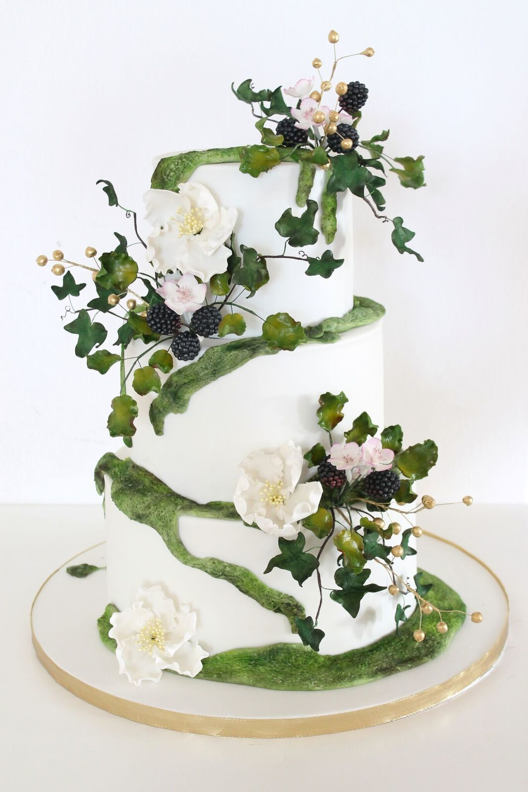 Enchanted forest themed wedding cake by Bettina Valentek on satinice ...