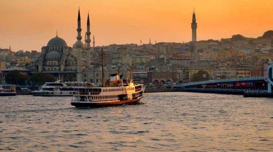 new mosque and ferry istanbul ile ilgili görsel sonucu