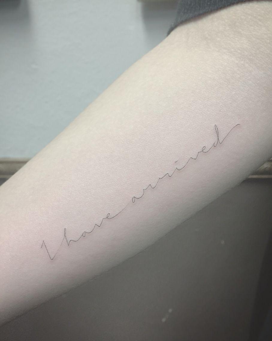 By East Iz Shamrocksocialclub East Ssc Singleneedle Singleneedletattoo Fineline Tattoo Script Tatuajes