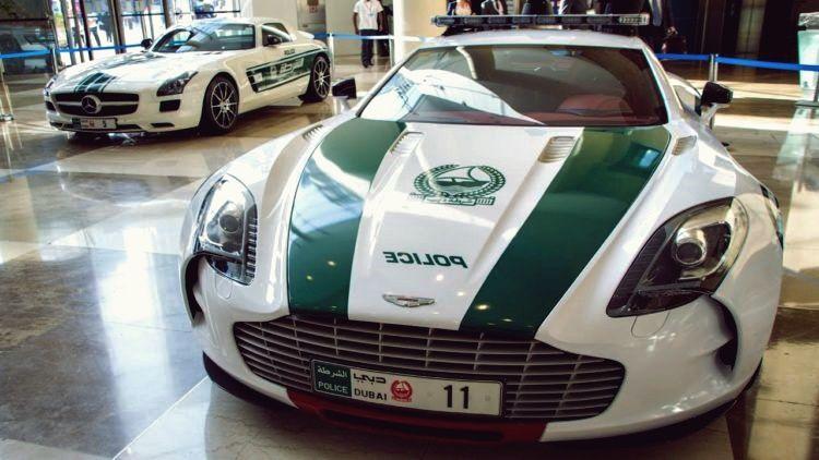 Die Erstaunlichen Autos Der Dubai Police Force Police Cars Super Cars Police