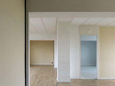 photo KRISTIEN DAEM Apartment, Wall  gebouw: Ieder zijn huis, Evere (architect Willy Van Der Meeren)