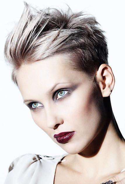 Foto di tagli di capelli scalati corti