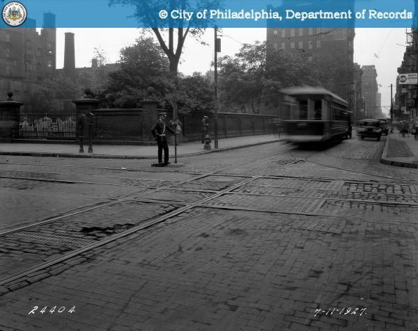 PhillyHistory.org - Intersection of 5th and Arch Streets-Looking Sout