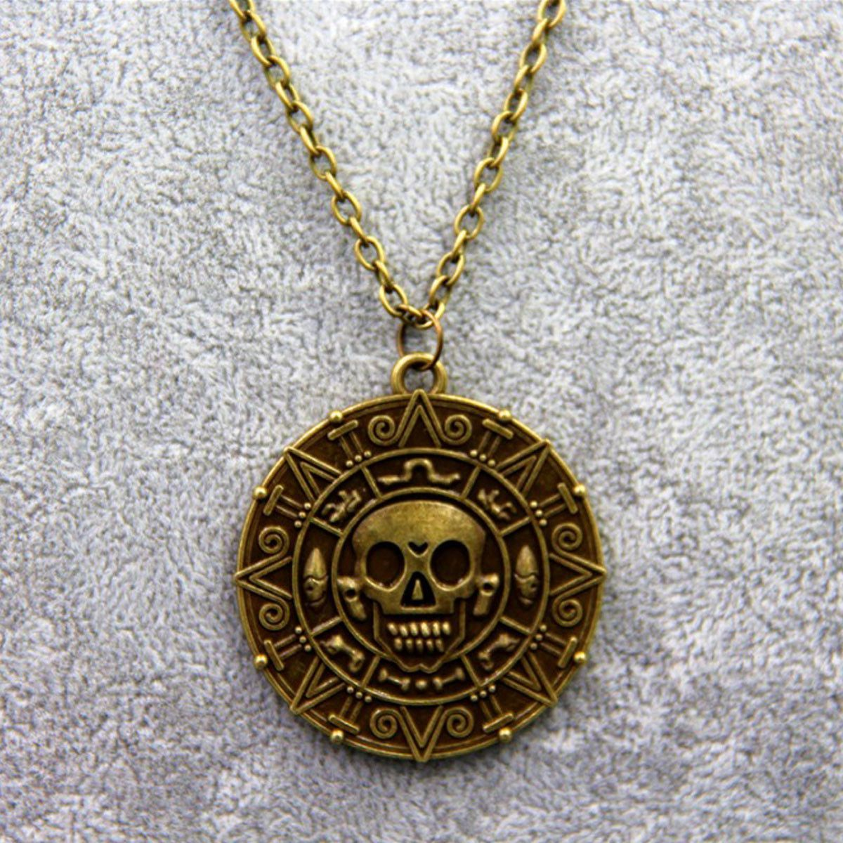 Pirates of the Caribbean Skull Head Pendant Necklace Cosplay Jewelry Gift