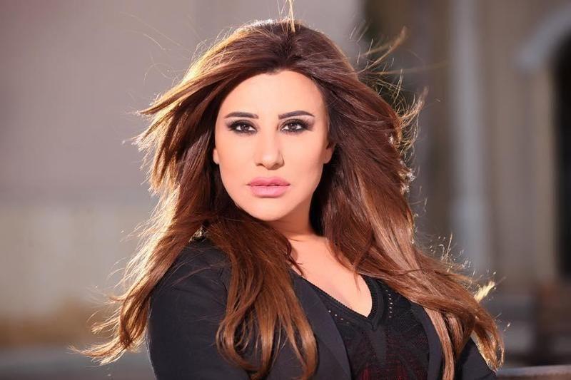 فيديو شمس الأغنية تبعث برسالة للجمهور السعودي قبل حفلها الأول غدا Hair Styles Beauty Beauty Icons