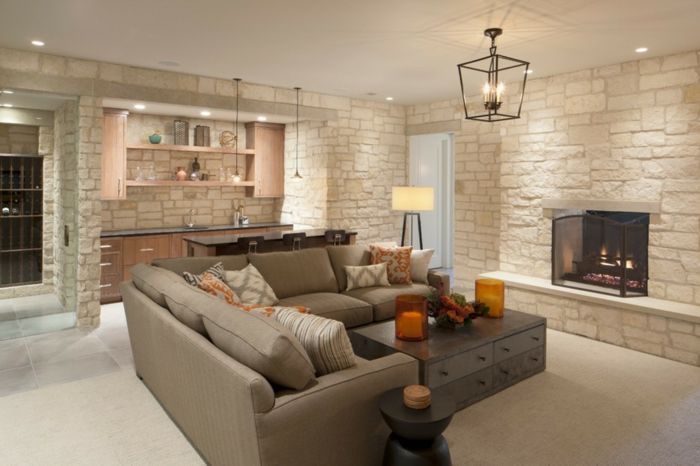 graues Sofa mit weißen Kissen als Dekoration, Verblender Steinoptik