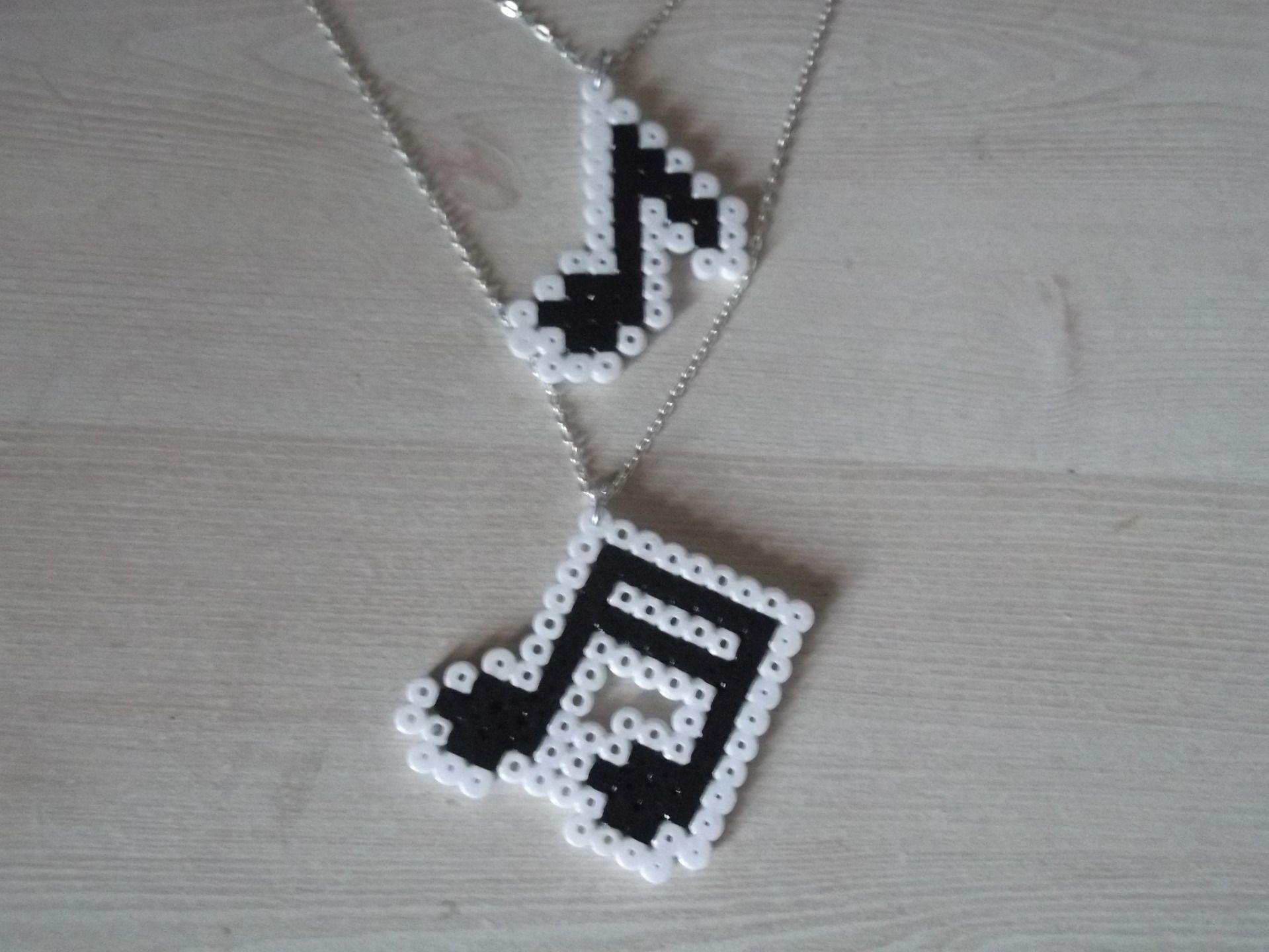 cr ations bijoux perle a repasser sur a little market perler pinterest hama beads perler. Black Bedroom Furniture Sets. Home Design Ideas