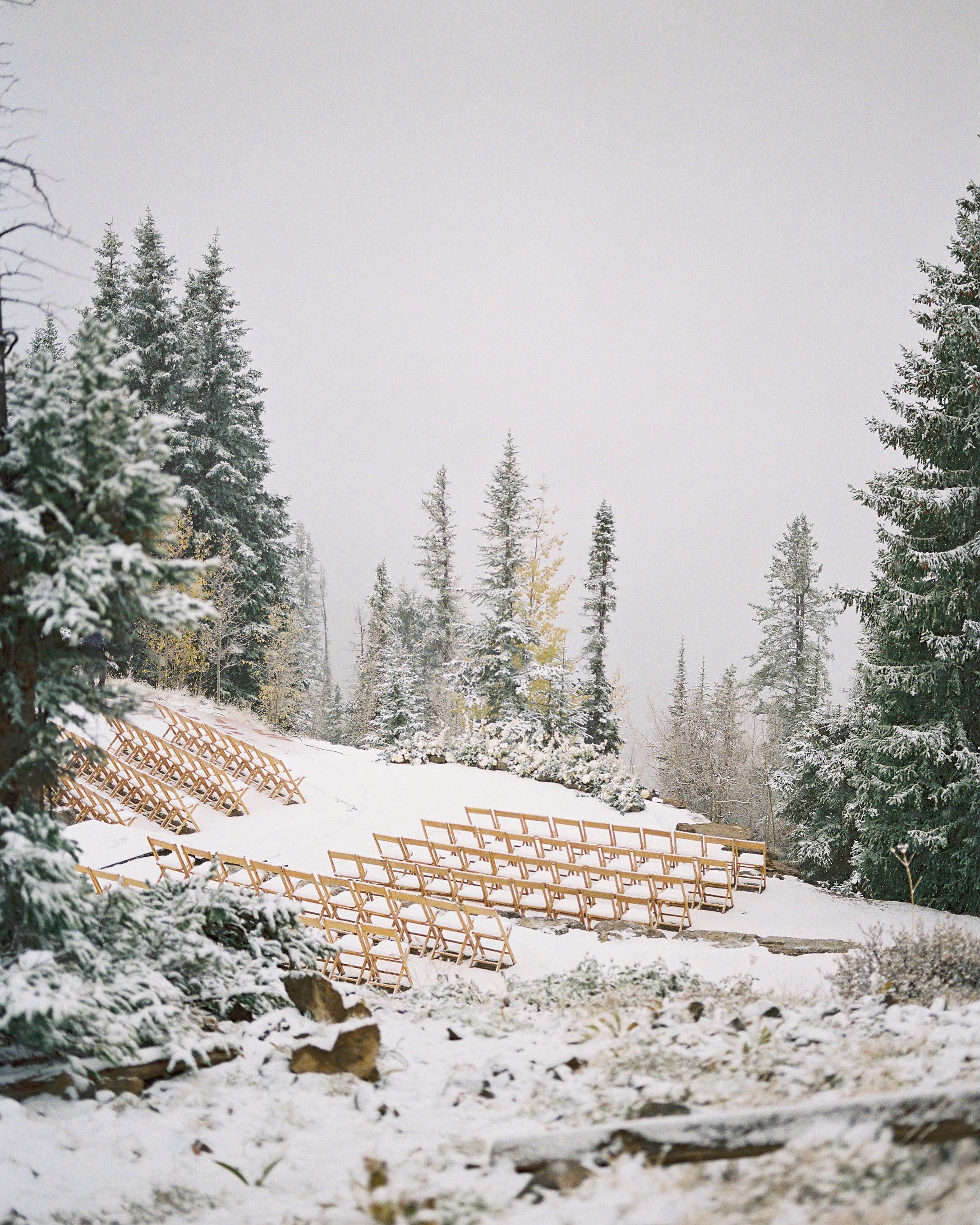 A Surprise Snowfall Wowed Guests at This Couple's Fall
