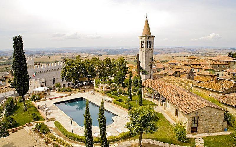 Matrimonio Serra Toscana : Location per matrimonio all aperto abbazia di sant elena serra