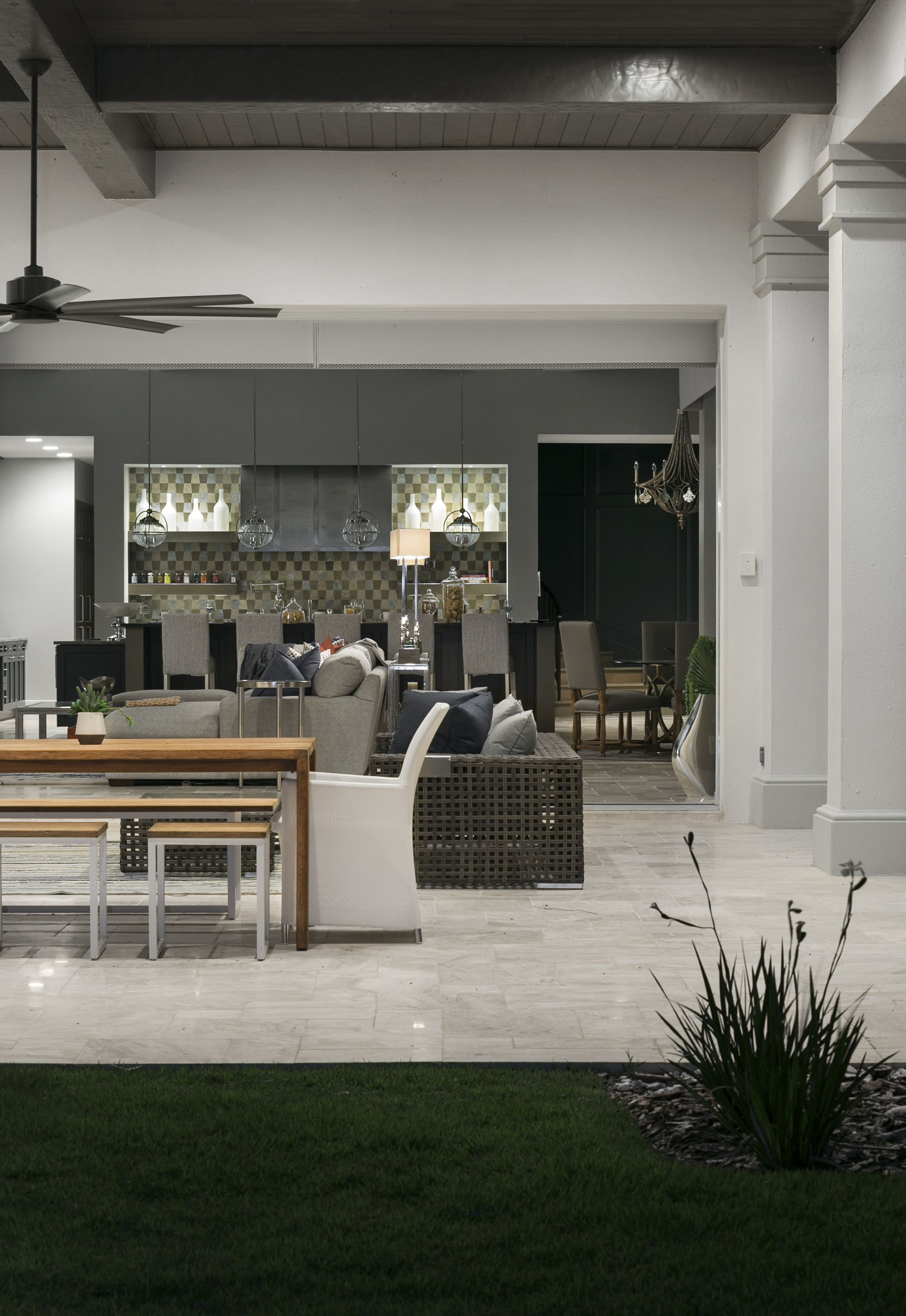 Seamless Indoor Outdoor Living at The Chateau (With images ... on Seamless Indoor Outdoor Living id=67359