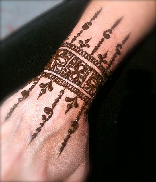 Wrist Cuff Henna Tattoos Mehndi: Elegant Wrist Cuff Henna Design