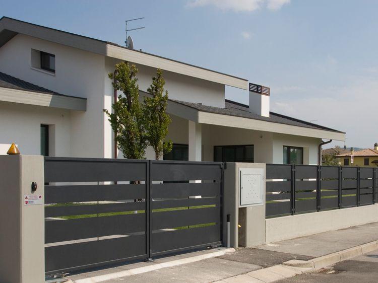 Cancello carraio e pedonale Esterni casa moderni