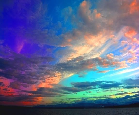 The entire sky looked like a rainbow. Description from ...