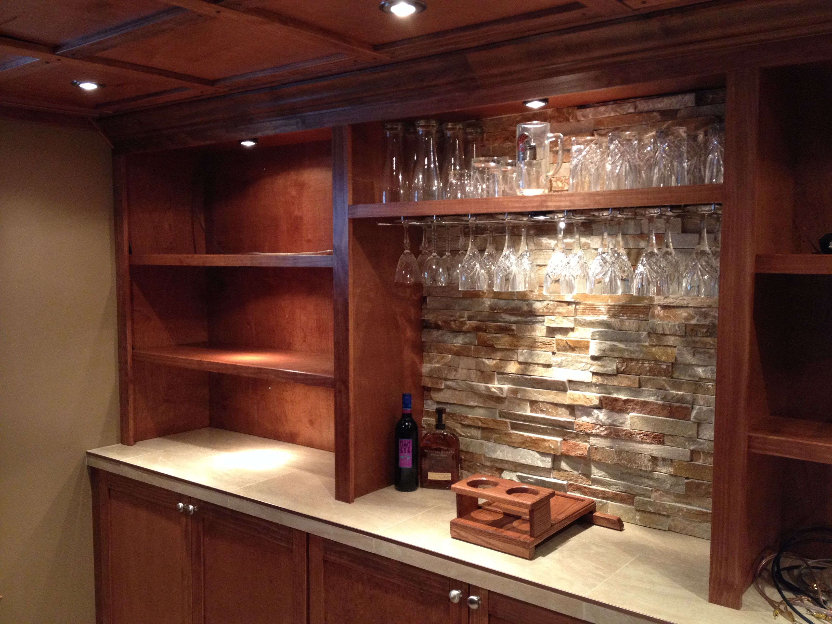 Golden White Quartzite Ledger Stone Accent Wall For Wet Bar