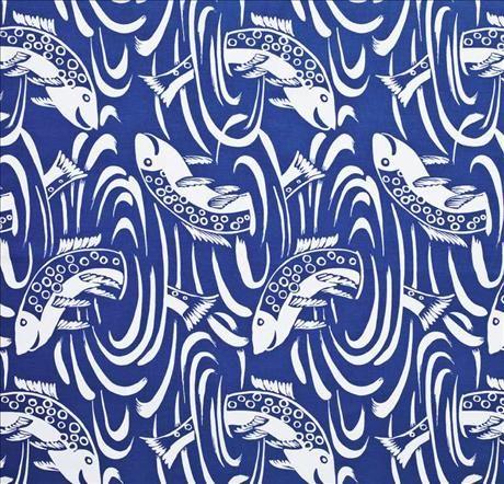 Lekfullt mönster har tyget Fiskdans från Almedahls arkiv, nu i nytryck för ca185kr/m.