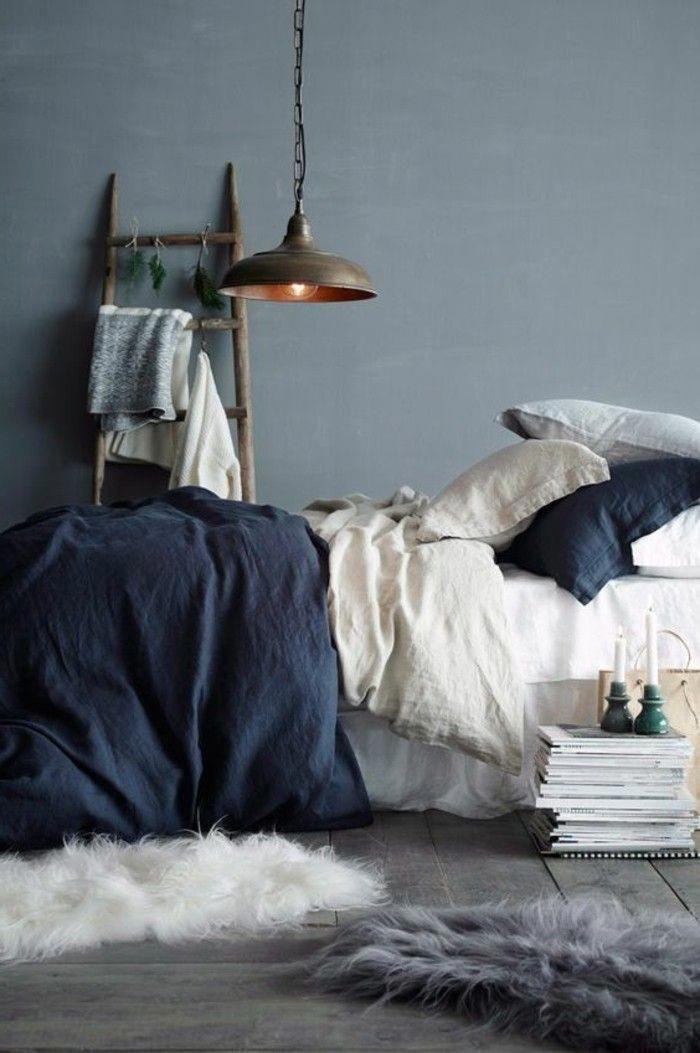 Photo of camera da letto design muro grigio vernice biancheria da letto blu e accenti bianchi #blu …