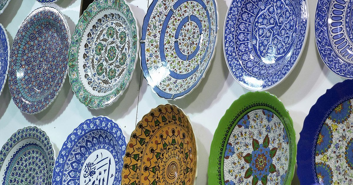 Decorative plates can be an attractive and interesting way to decorate a breakfast area or dining & Decorative plates can be an attractive and interesting way to ...
