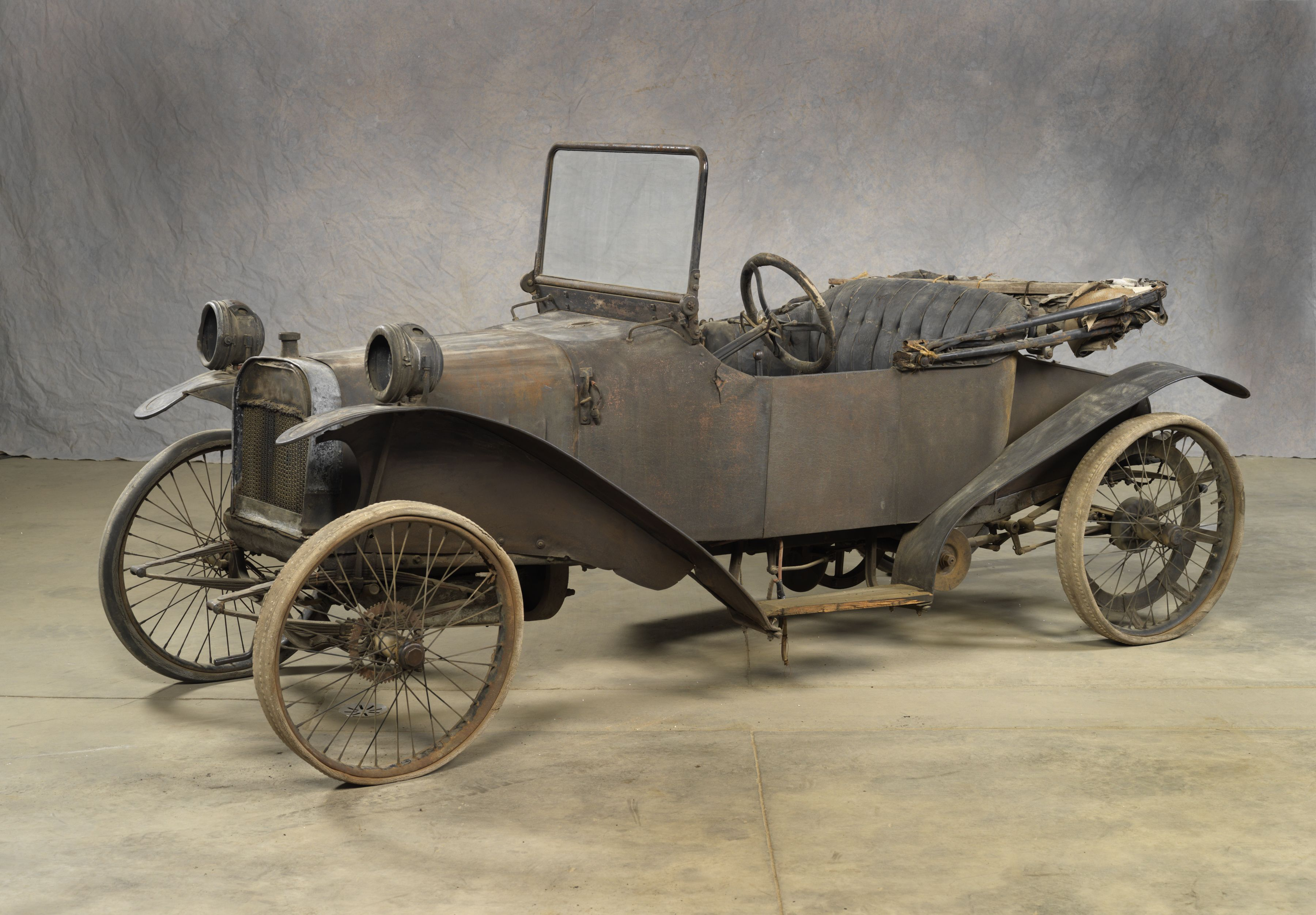 1914 ZIP CYCLECAR ROADSTER In 1913, a new class of