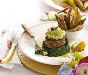 Spinatburger med råstegte kartofler | Magasinet Mad!