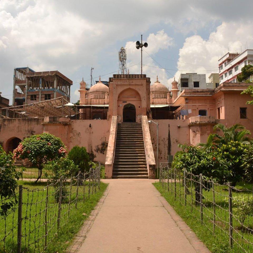 Morshed Ali Khan: a mughal mosque in Dhaka.