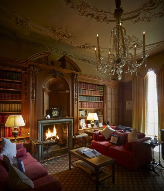 Victorian Study Room: Cosy English Drawing Room