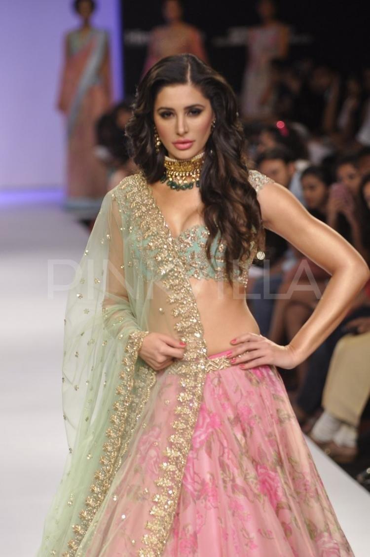 dress - Fakhri nargis displays amrapali jewels at iijw video