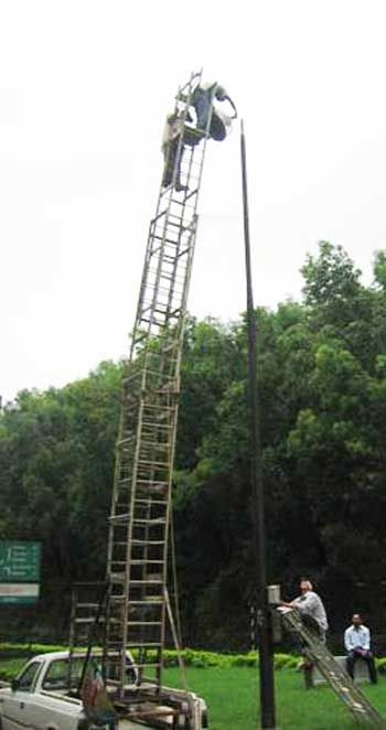 Bucket trucks are over rated | Safety pictures, Safety fail ...