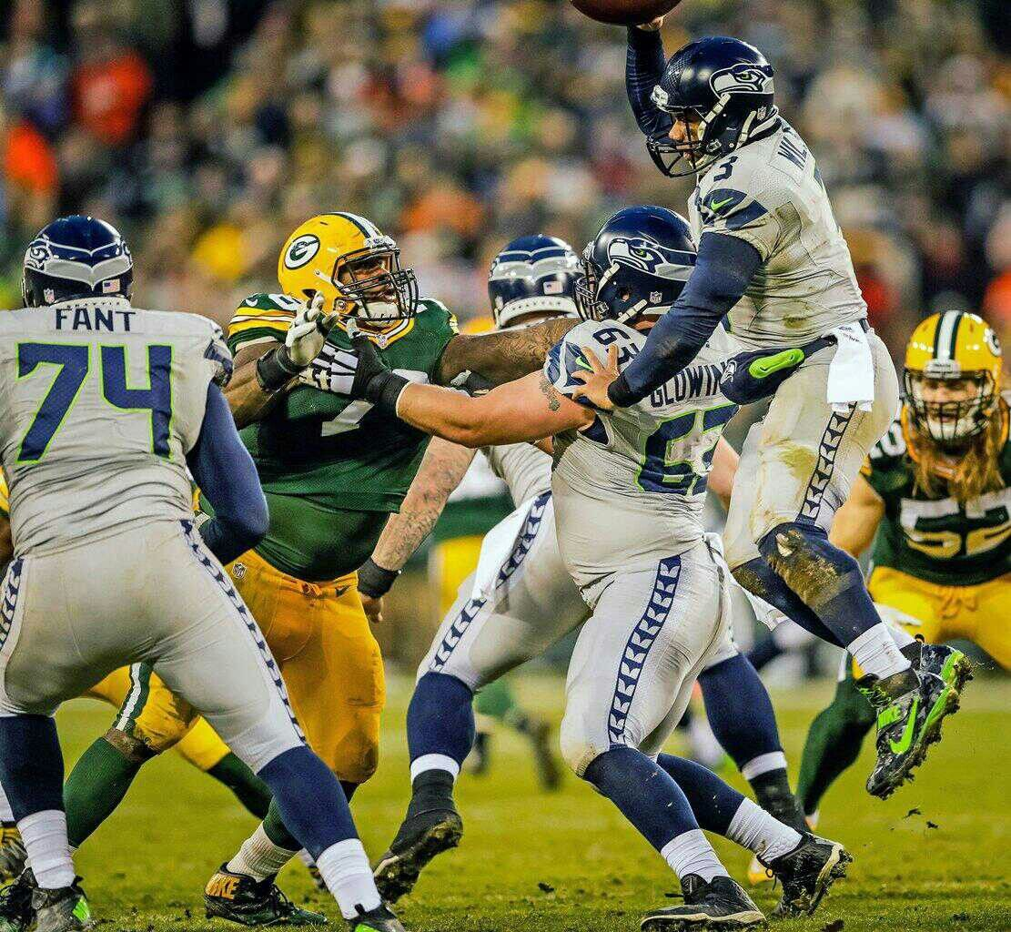 Pin By Justin Lee On Green Bay And Seattle Nfl Football Helmets Nfl Football
