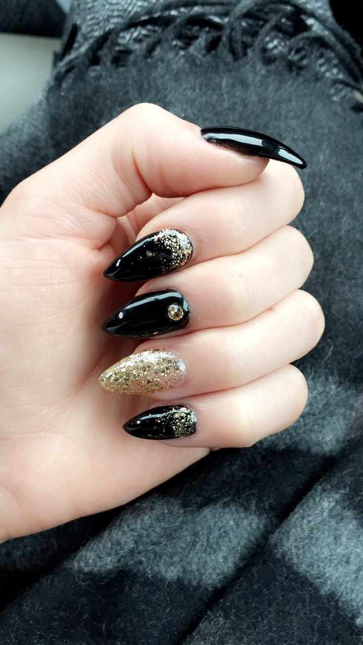 New Years Eve nails, Black and gold stiletto | nails | Pinterest ...
