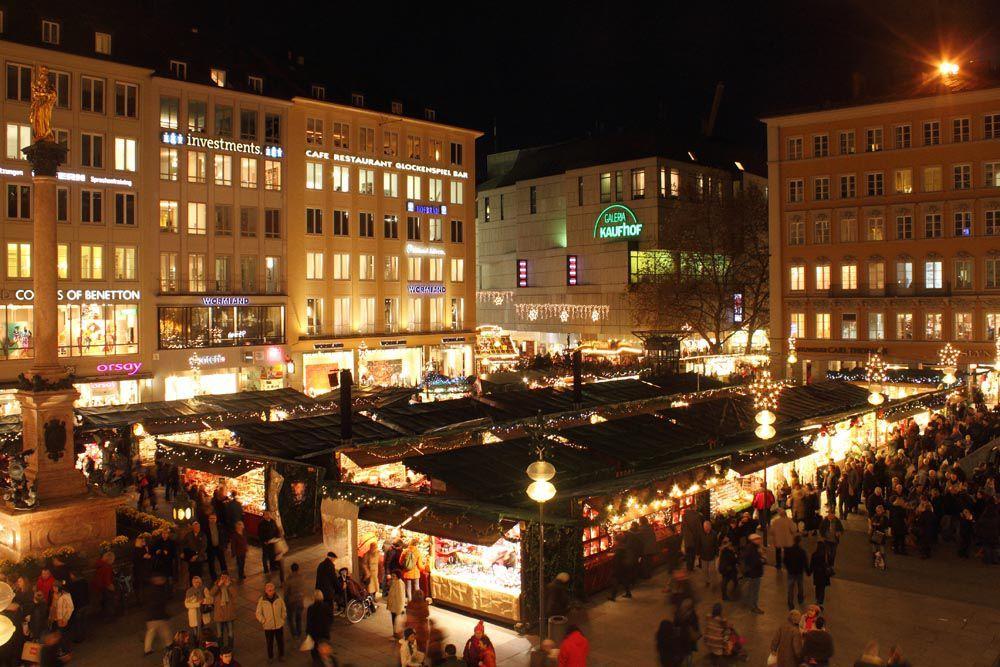 Bei der Eröffnung des Münchner Christkindlmarktes gab es großen Applaus und freudiges Staunen, als die 26 m hohe Fichte mit der Kraft von 2.500 Lichtern zu strahlen begann. Bis zum 24. Dezember bietet der größte Weihnachtsmarkt der Stadt vielerlei kulinarische Köstlichkeiten, Handwerkskunst, Geschenkideen, Live-Musik und sogar dem Nikolaus kann man hier begegnen... (Fotos: Immanuel Rahman)