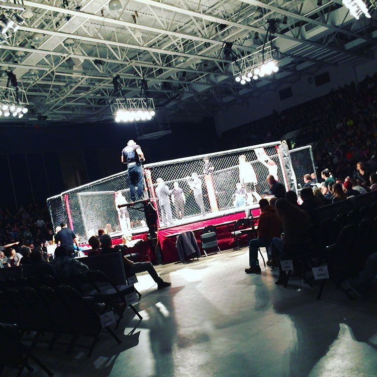 Fiveflagscenter On Instagram First Fight Is Starting Now At The Fiveflgscenter Combatcaptain Instagram Instagram Posts Dubuque