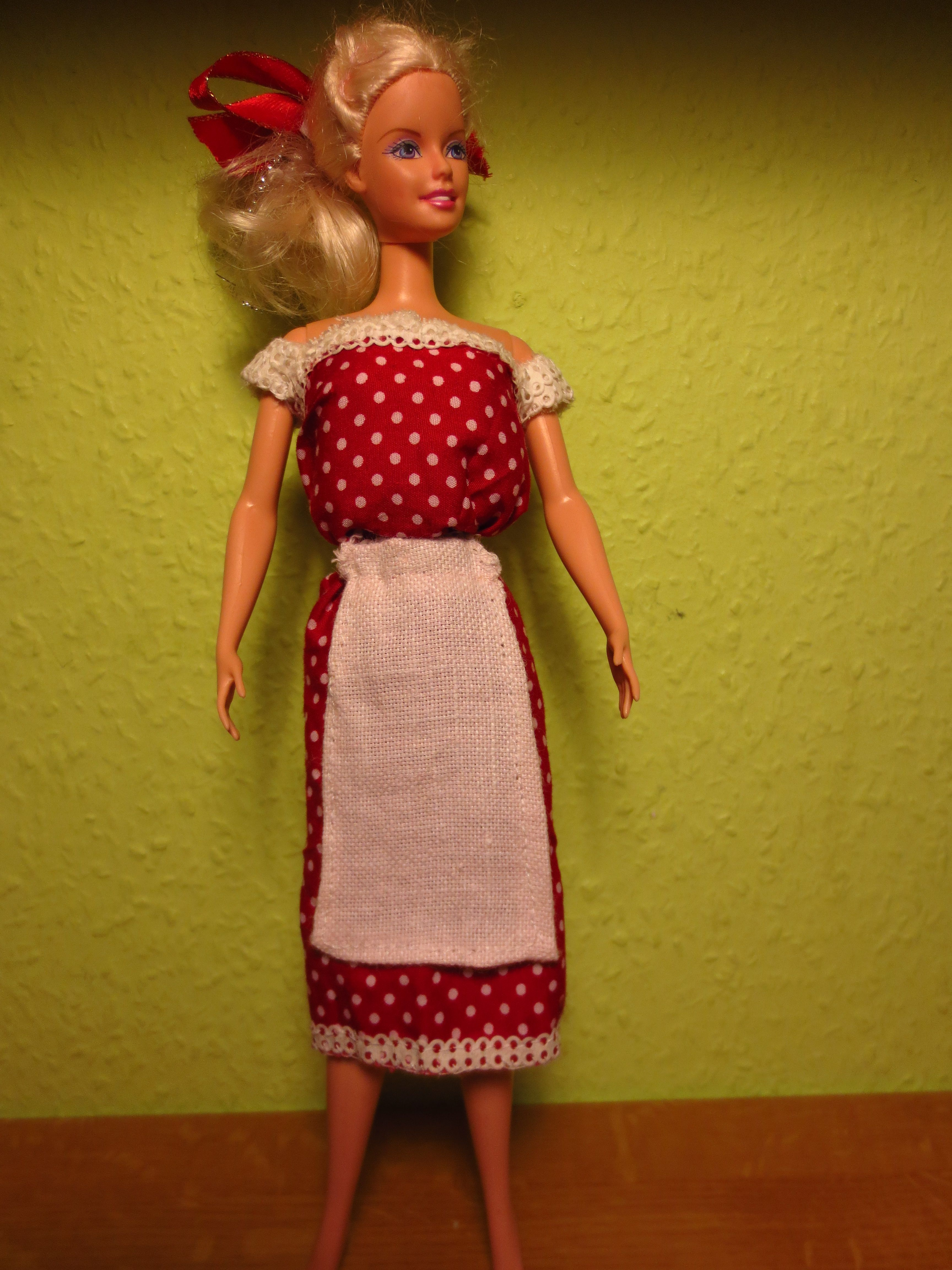 Pünktchenkleid für Barbie :D